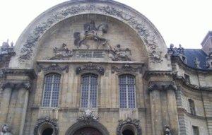 вид на Дом Инвалидов со стороны Сены