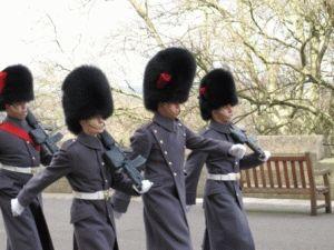 Лондон фото шотландских гвардейцев королевы в Виндзоре