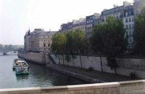 кораблик по Сене Париж