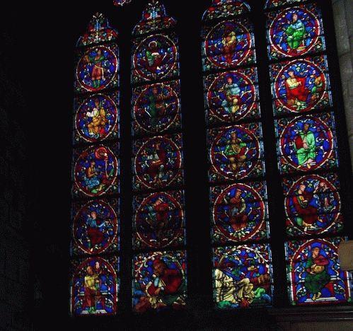 Витражи фото внутри собора Нотр Дам де Пари