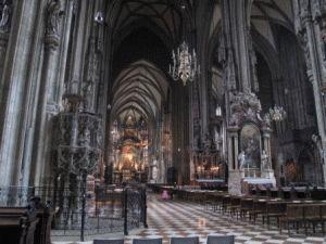 Внутри Собора Святого Стефана в Вене фото