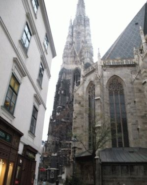 Южная башня Собора Святого Стефана в Вене посмотреть с ребенком