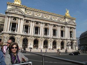 Туристический автобус в Париже и Театр Опера
