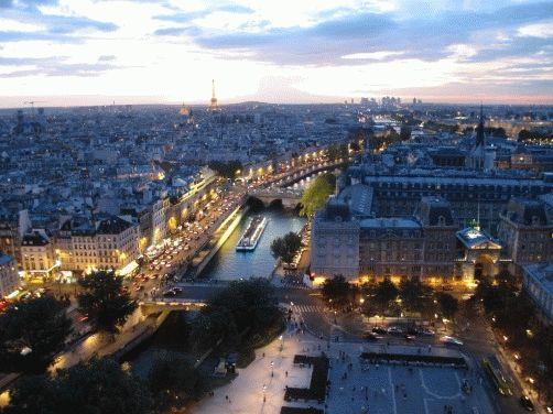 Фото - вид на вечерний Париж с собора Нотр-Дам