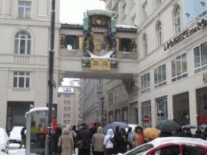 Часы Анкер Ур расположены в районе площади Hoher Markt (Высокий рынок)