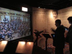 виртуальный дирижер - Ваш ребенок или вы можете сами дирижировать Венским филармоническим оркестром