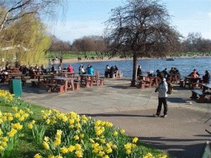 Гайд-парк (Hyde Park) расположился в центре Лондона озеро Серпентайн