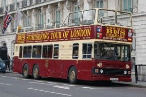 Туристический экскурсионный автобус в Лондоне