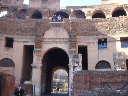 Колизей в Риме - фото одной из арок