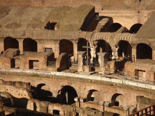 Римский Колизей - христианский крест фото