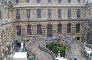 Двор  Лувра  фото