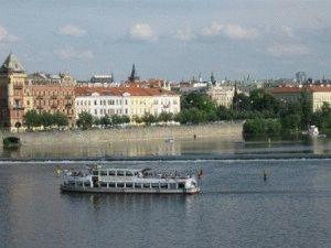 прогулка на теплоходе по Влтаве в Праге фото
