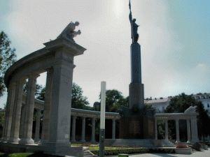 памятник Советским воинам в Вене фото