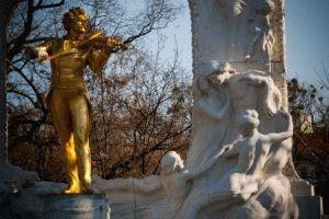 памятник Штраусу в Вене фото