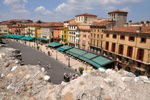 главная площадь города Верона Piazza Bra фото