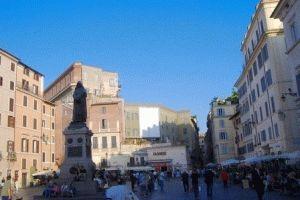 campo-dei-fiore Кампо де Фьори – рыночная площадь в Риме
