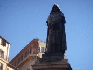 статуя Джордано Бруно фото рим