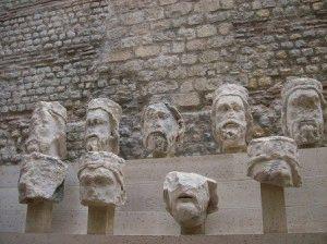статуи собора Нотр-Дам де Пари в музее Клюни фото