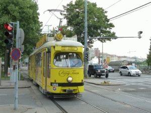 желтый экскурсионный трамвай вена ринг фото