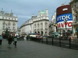 Улица Пикадилли в Лондоне фото