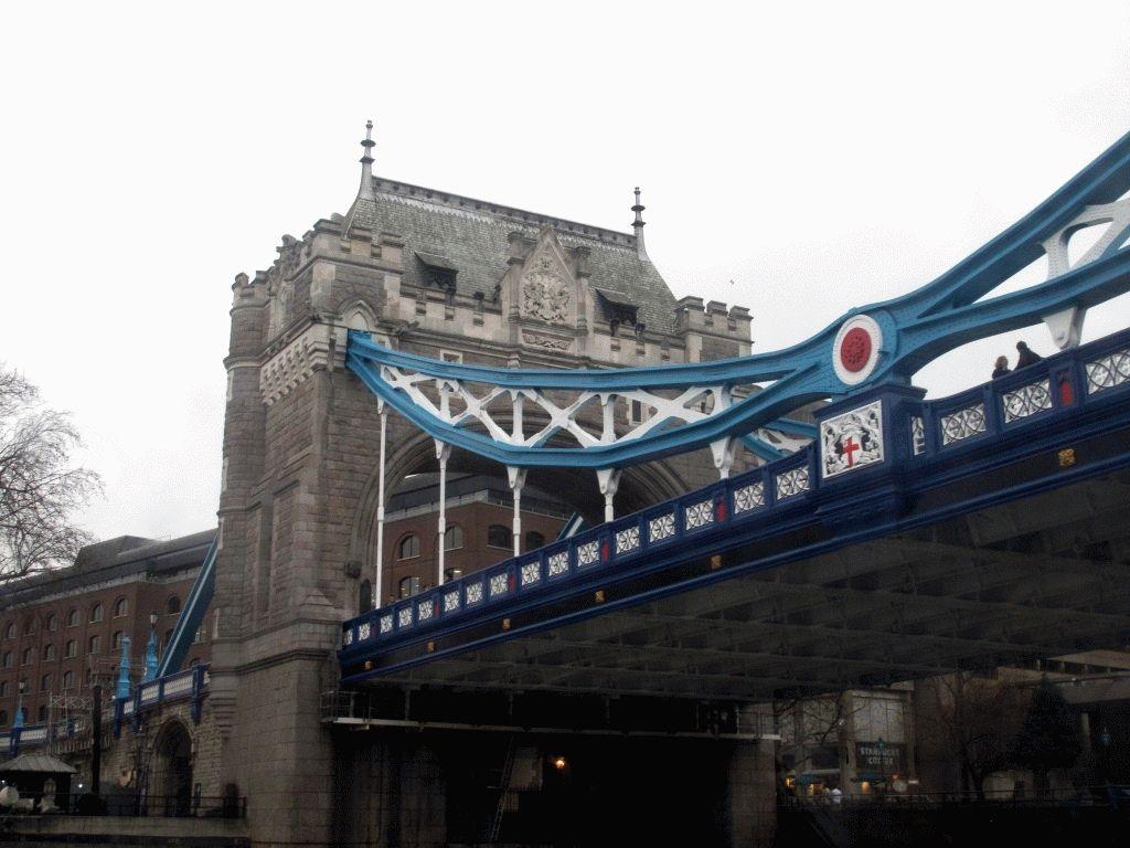 фото на тауэрский мост с реки