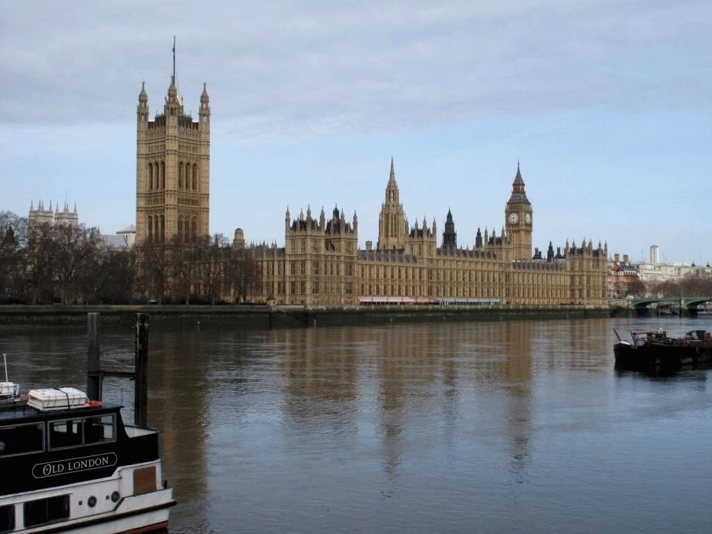 фото вид на Темзу и Парламент Лондон