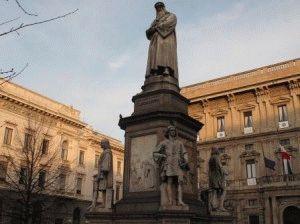 памятник Леонардо да Винчи Милан фото