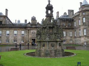 дворец холируд эдинбург фото