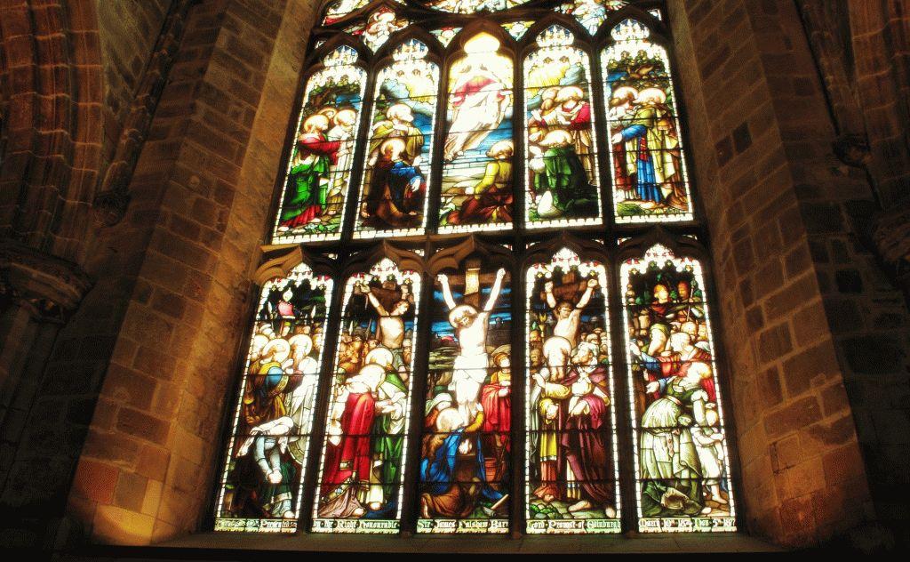 разноцветный витраж st giles cathedral фото