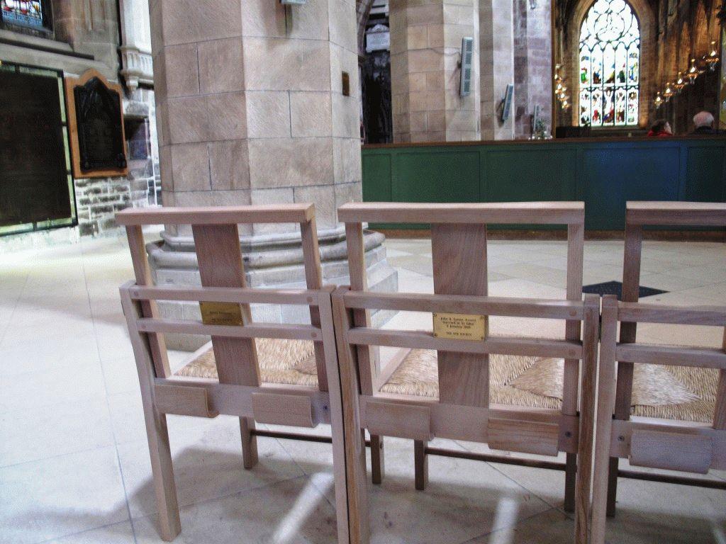 таблички на стульях в соборе святого жиля эдинбург фото