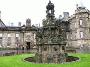 Холируд хаус королевский дворец в Эдинбурге фото