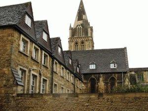 здание колледжа в оксфорде фото