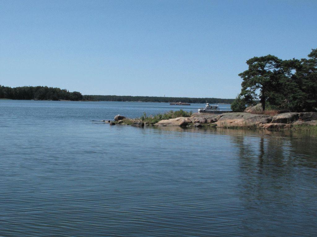 причал около коттеджа остров Науво Финляндия фото
