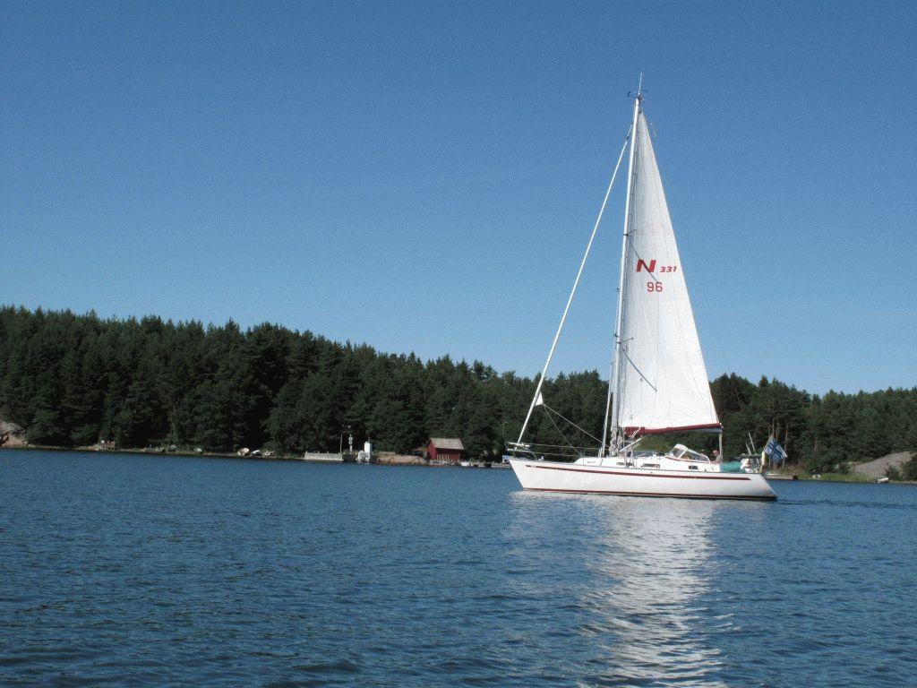 яхта около острова Науво Финляндия фото