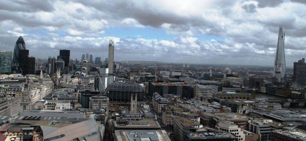 Фото - панорама Лондона (слева - Сити, справа - Shard)