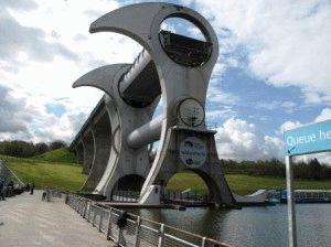 Колесо Фалкирк Falkirk Wheel в Шотландии фото