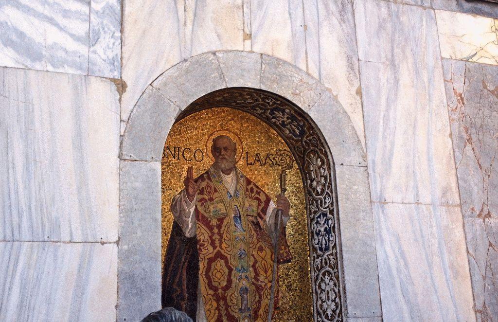 мозаика на стене Собора Святого Марка в Венеции фото