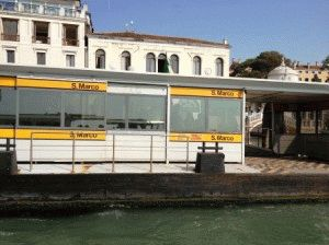 причал в Венеции фото