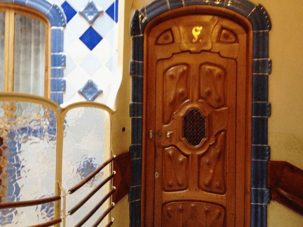 внутри каса Батло фото Барселона