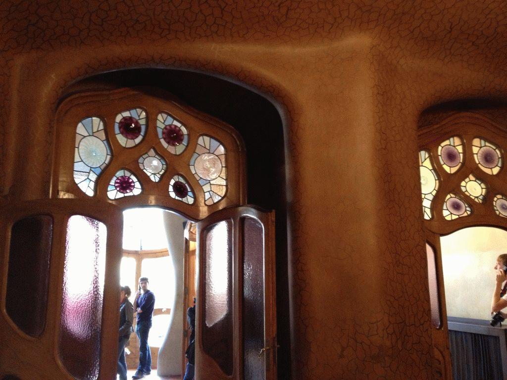 окно в доме Батло фото Гауди Барселона