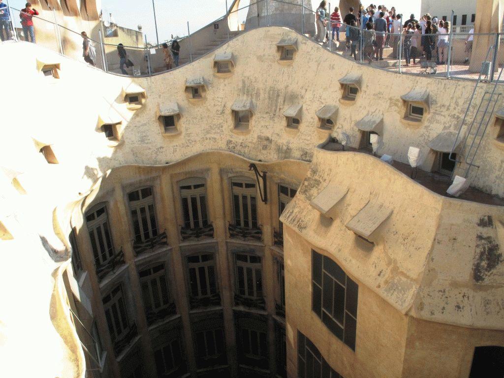 Ла Педрера фото дома внутри Барселона