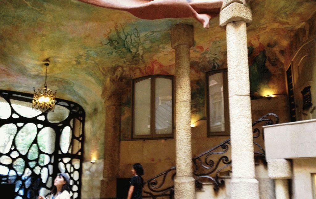вестибюль дома Ла Педрера фото Каса Мила Барселона