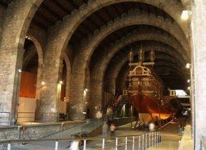 старинная галера морской музей Барселона фото