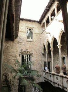 здание музея пикассо в барселоне фото