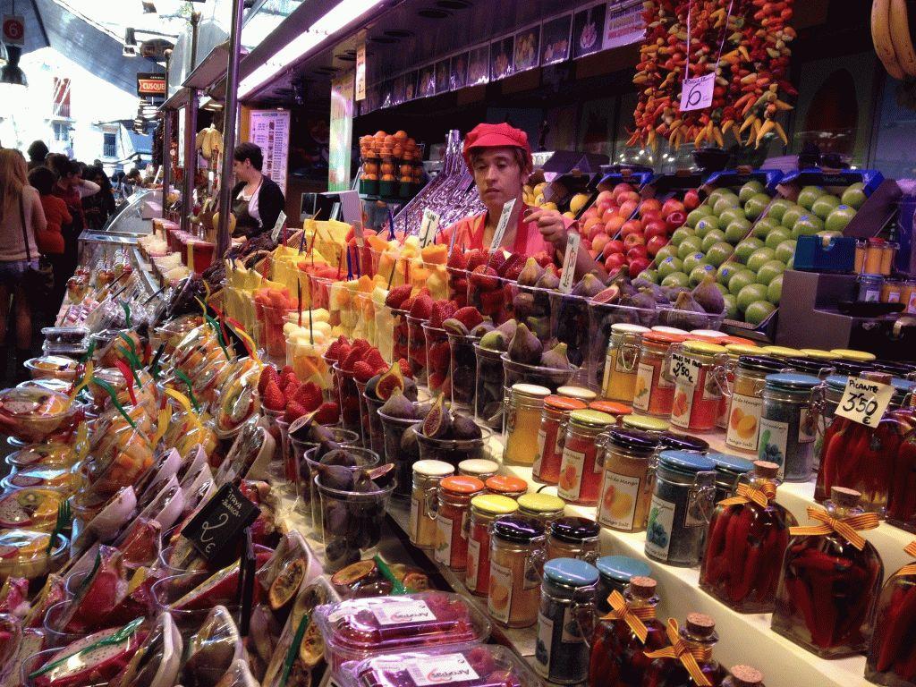 фруктовые ряды рынок Бокерия Барселона фото