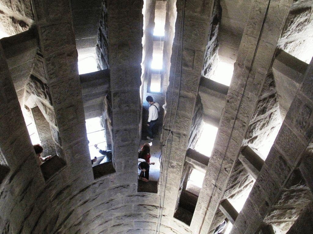 спуск по лестнице с башни саграда фамилия фото