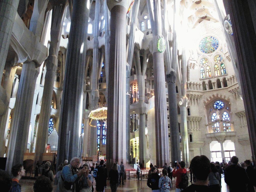 Саграда Фамилия – фото внутри собора