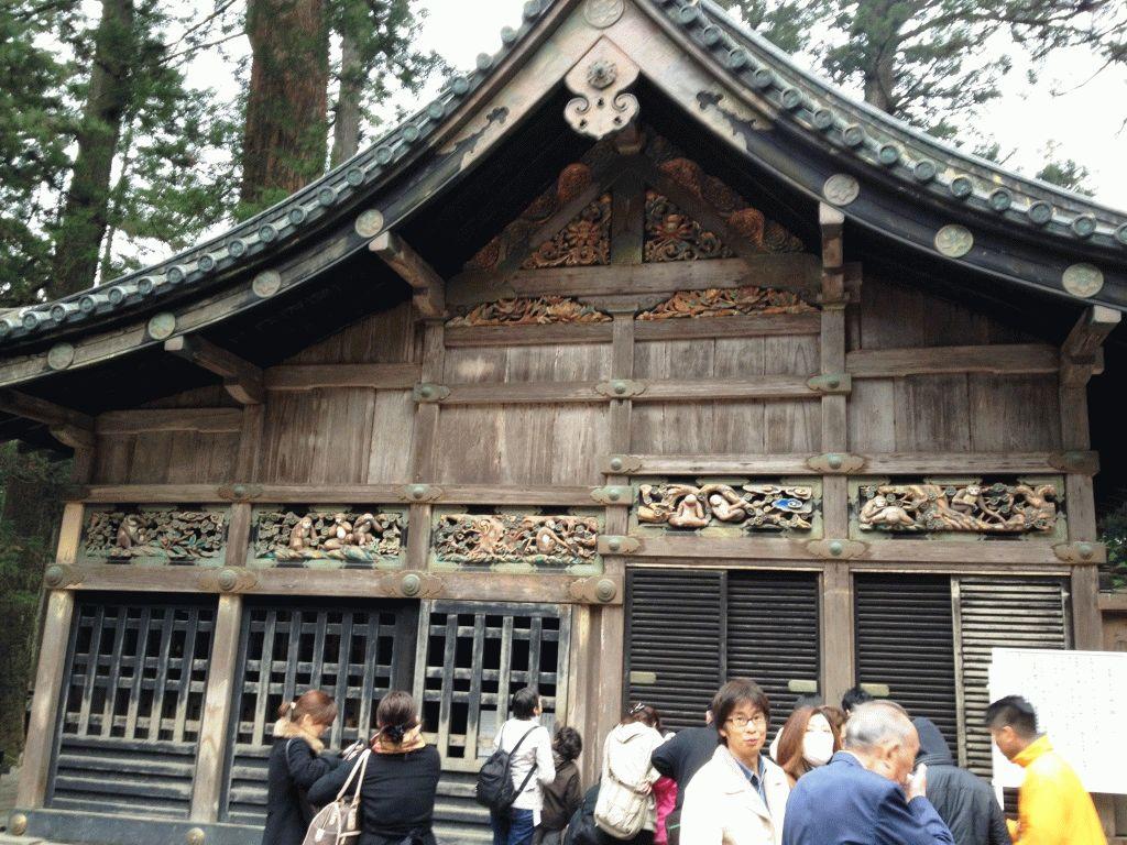 Конюшня Священной лошади Никко Япония фото