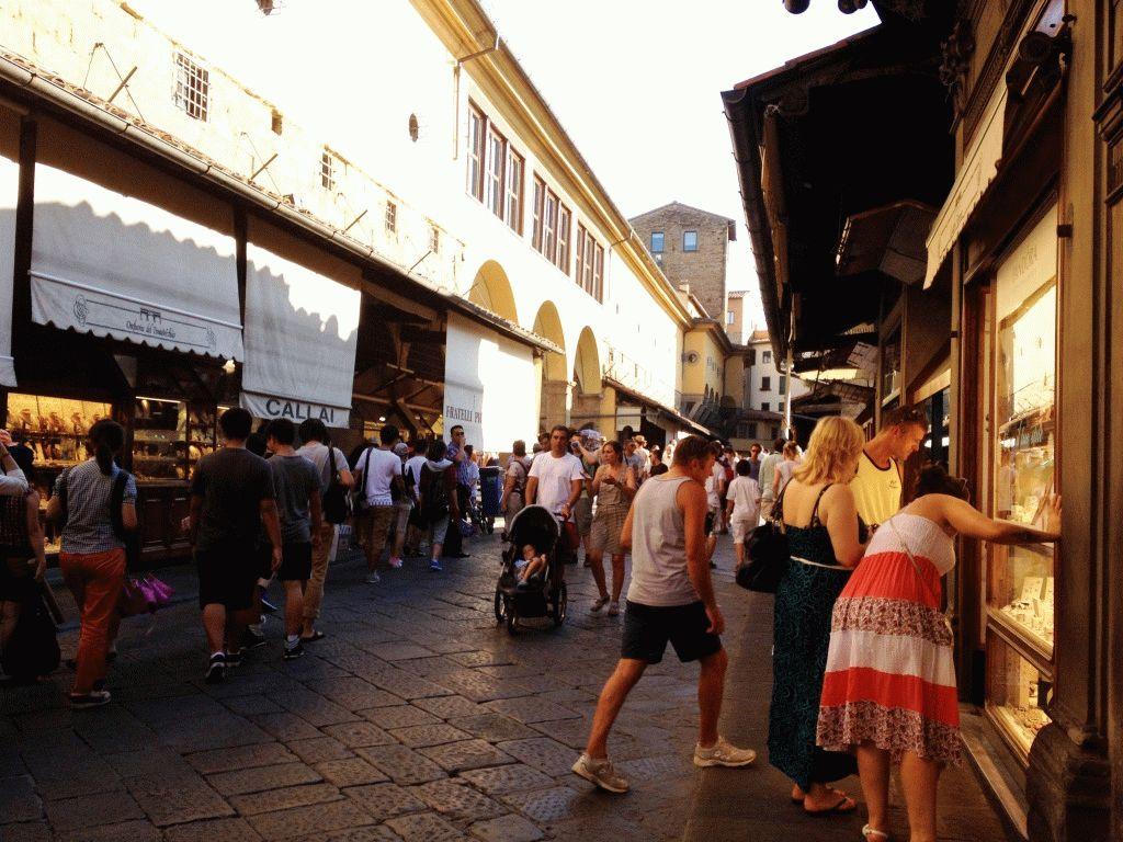 магазины на старом мосту во Флоренции фото