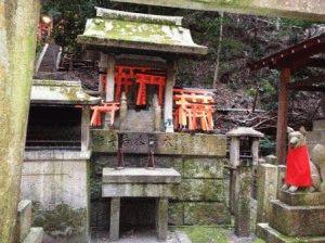лисы в святилищах Инари фото япония